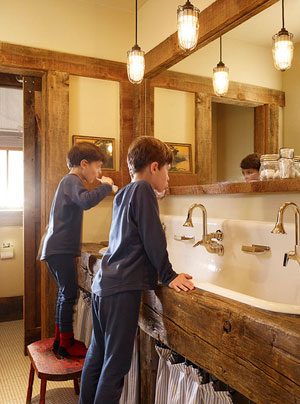 Деревянная столешниа в ваной комнате