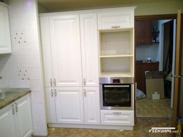 Белая кухня из массива - фото