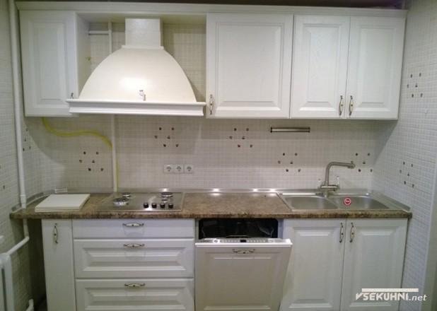 Кухня в белых тонах - фото