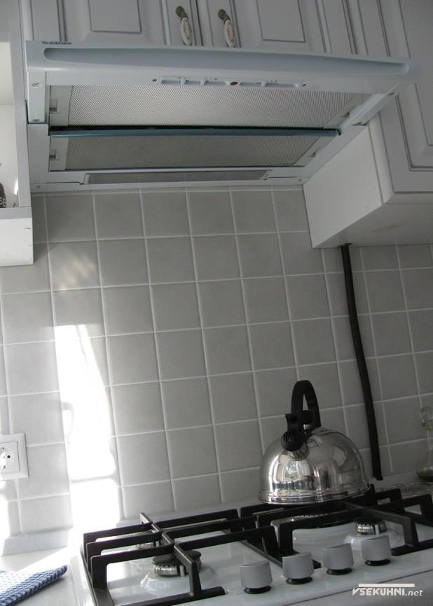 Дизайн белой угловой кухни - фото