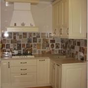 Угловая кухня из массива - фото