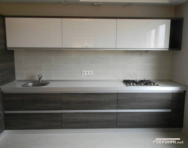 Интерьер светлой кухни модерн 14 кв.м. - фото