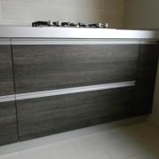 Угловая кухня цвета венге - фото