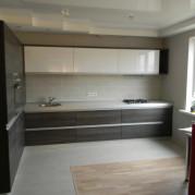 Угловая кухня площадью 14 кв.м. в стиле модерн - фото