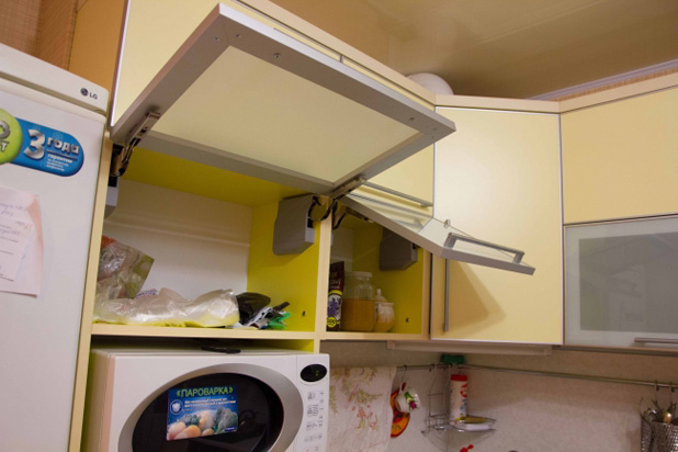 Фурнитура для кухоннго шкафчика от BLUM