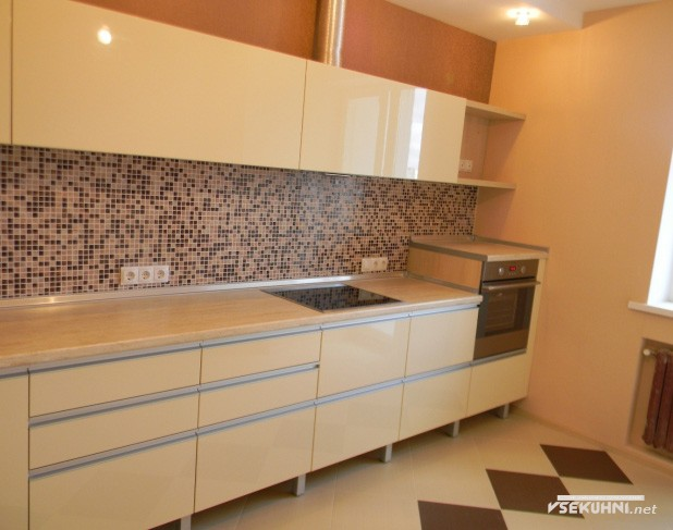 Фото бежевой угловой кухни