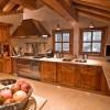 Интерьер кухни в стиле шале